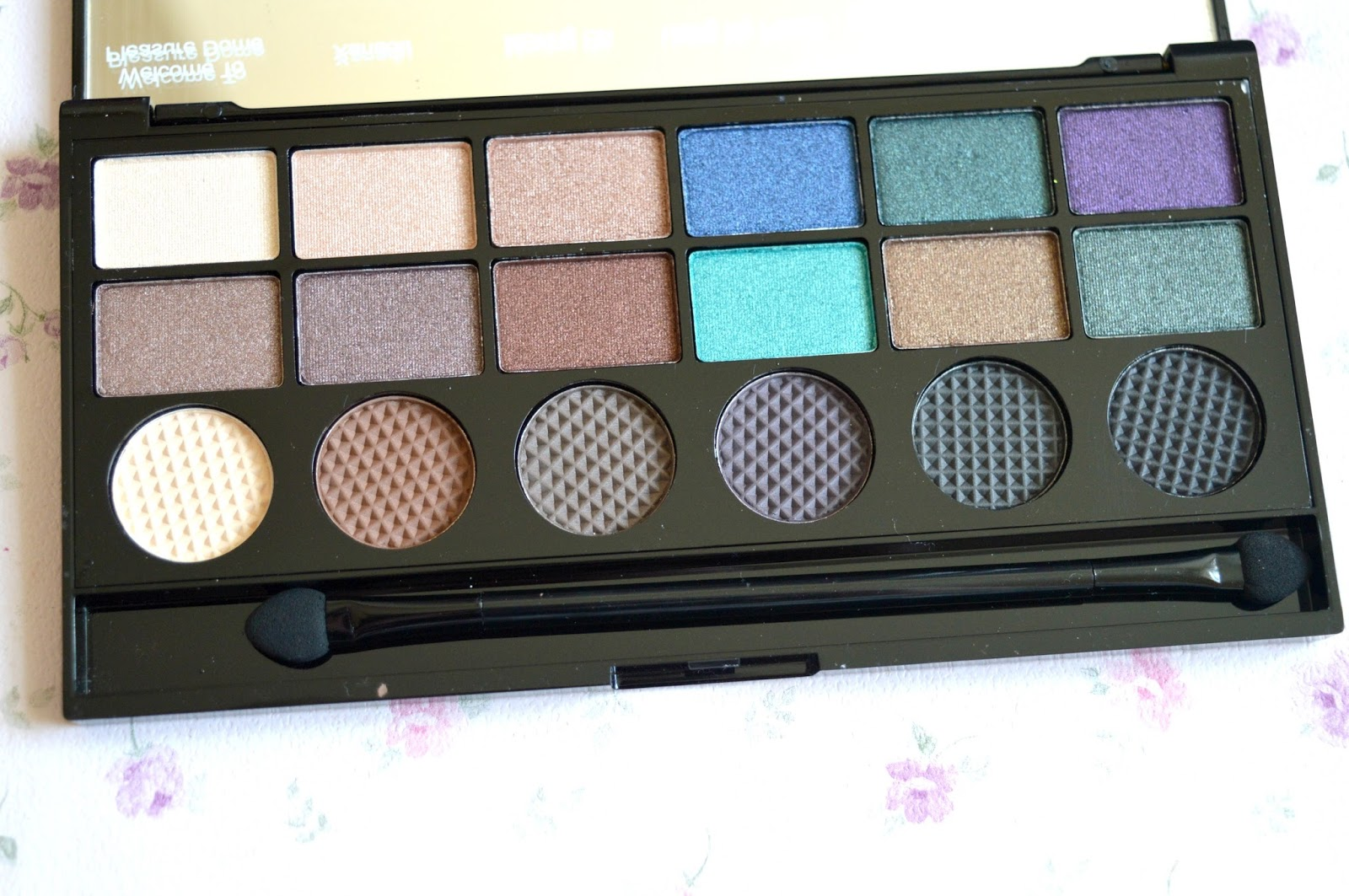 Makeup Revolution Salvation Eyeshadow Palette In