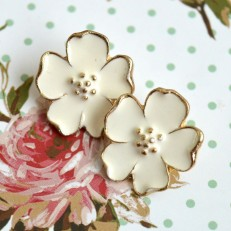 White and Gold Flower Stud Earrings