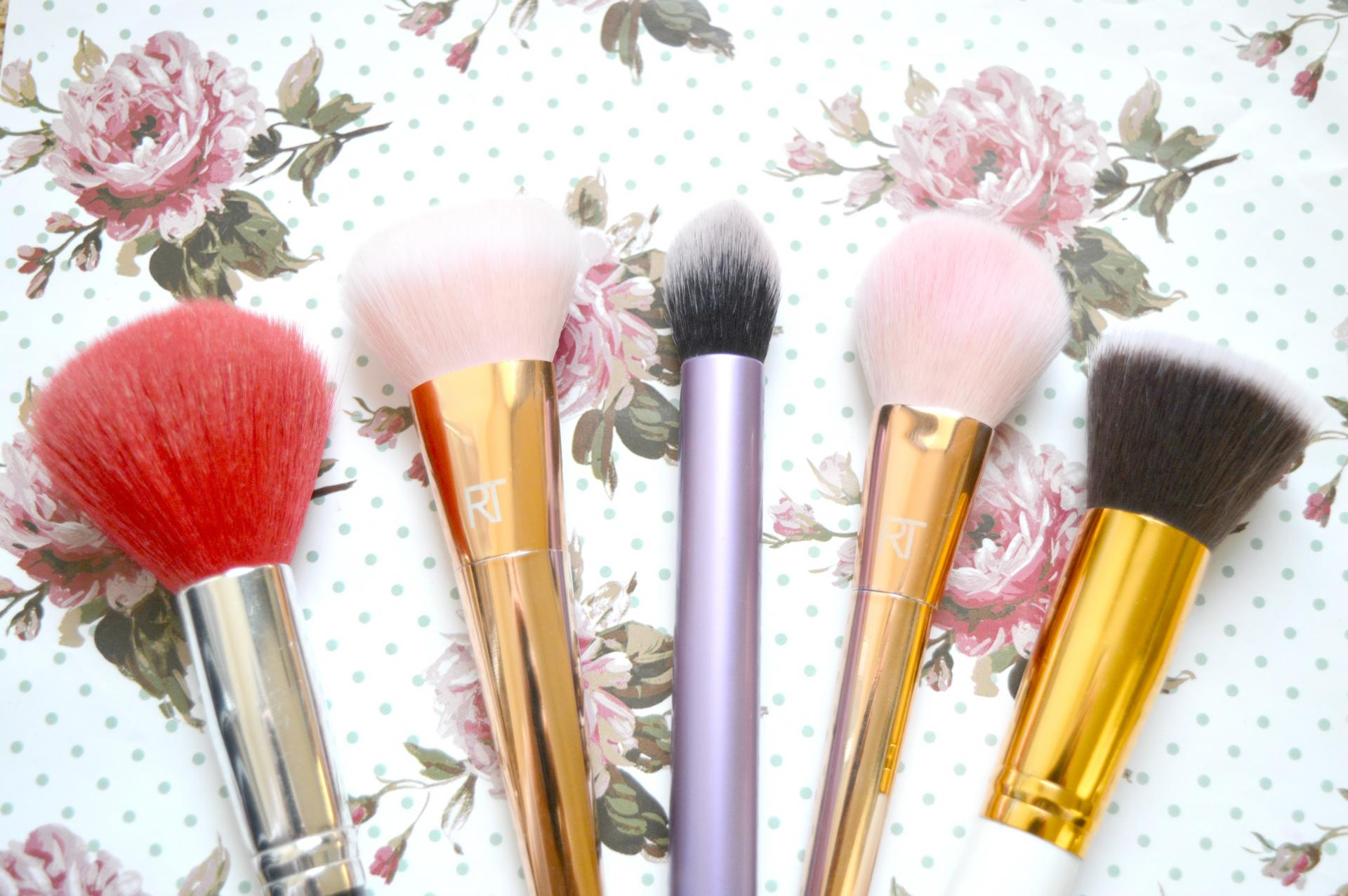 5 Face Brushes I Recommend Checking Out | Veil Powder Brush, Real Techniques Bold Metals Contour Brush Dupe, Real Techniques Core Collection Contour Brush Dupe, Real Techniques Bold Metals Tapered Blush Brush Dupe and Sigma Flat Foundation Brush Dupe