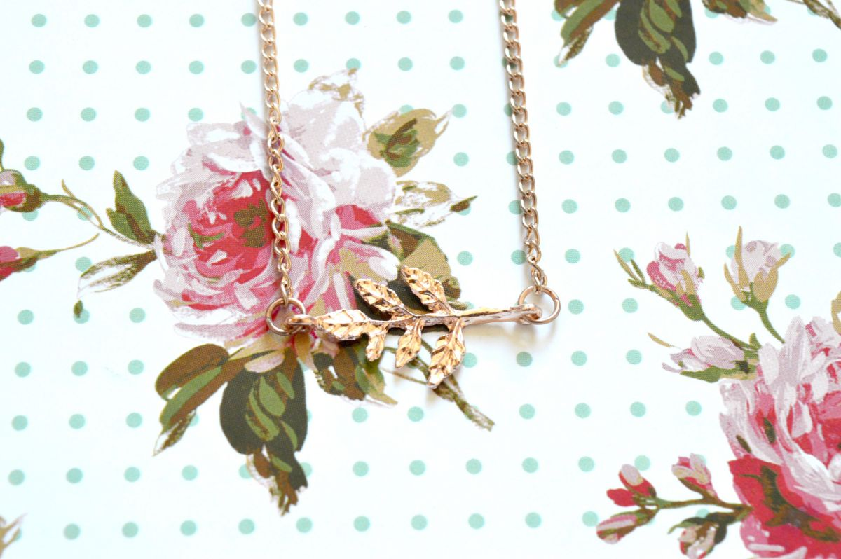 Gold Coloured Leaf Necklace Giveaway
