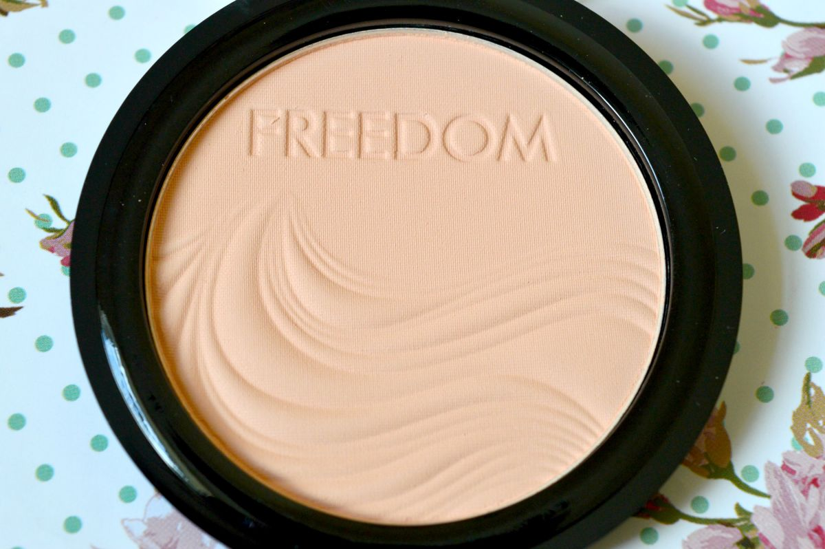 how to put on translucent powder