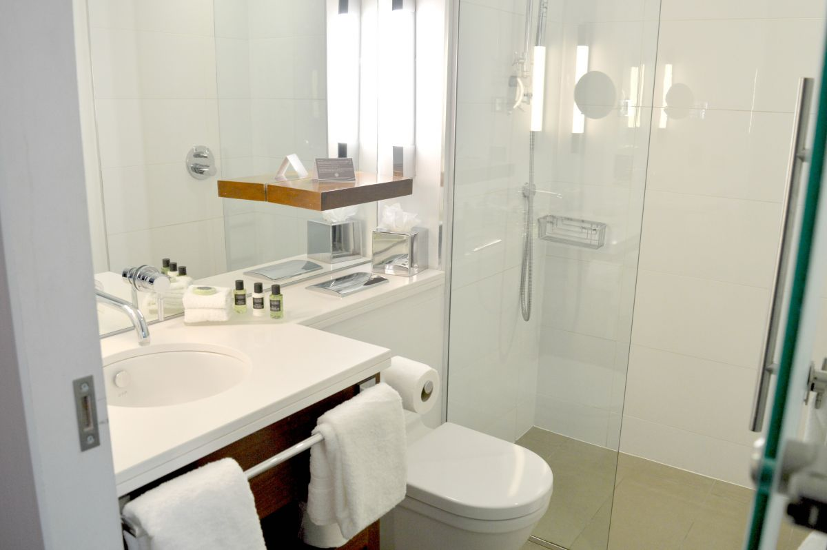 Sandman Signature Hotel Newcastle Bathroom